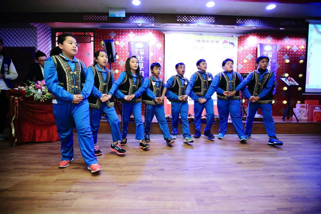 世界和平會高雄餐會,邀請到參與偏鄉圓夢計畫的多納國小孩童,至活動中演出,孩子除了表演吉他與口風琴之外,也表演原住民特有文化-勇士舞,用獨特的嗓音,唱跳著母語歌曲,為餐會活動掀起另一波高潮。