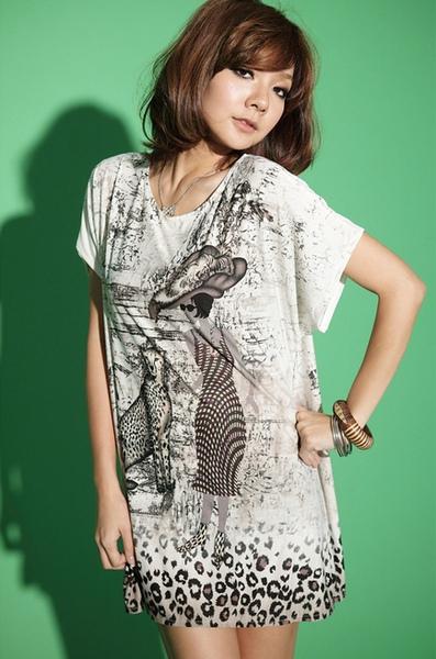 [00732]個性塗鴉寬鬆長版T恤-白色