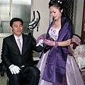 新娘幫新郎戴戒指