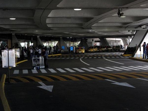 就是這個跑錯的機場啦