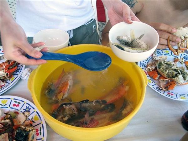 大家釣的魚都煮湯了