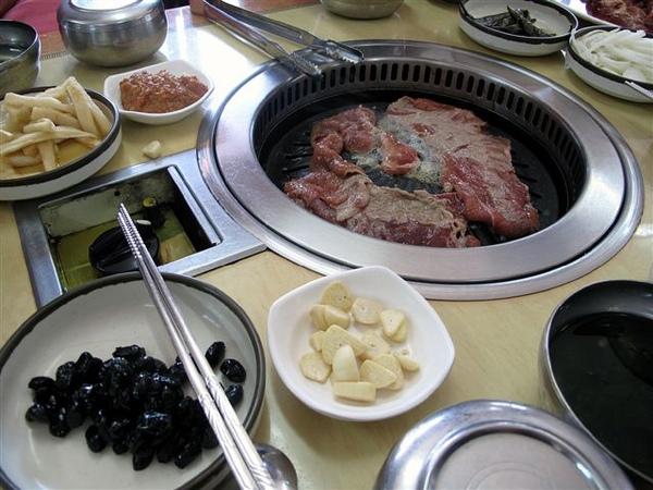 黑毛豬烤肉大餐+季節小菜
