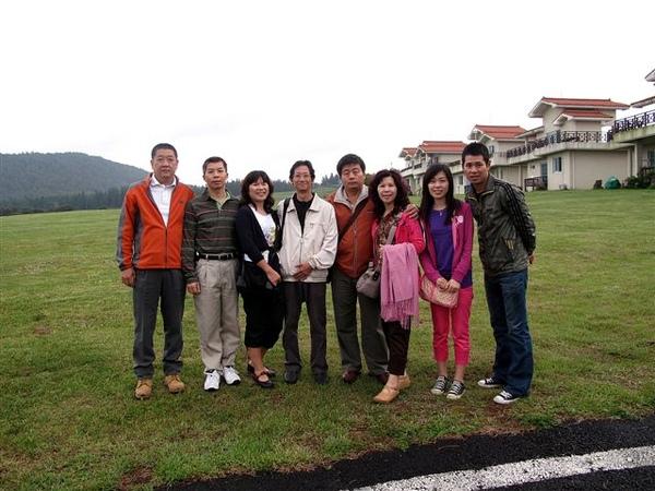 最左邊->韓國當地導遊,最右邊->攝影師