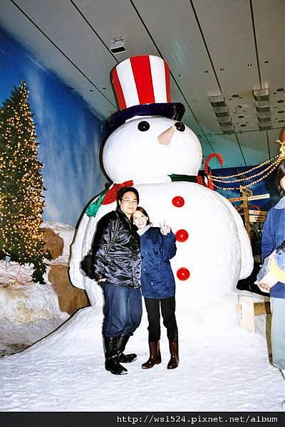 1094967084-三四呎高的大雪人.jpg