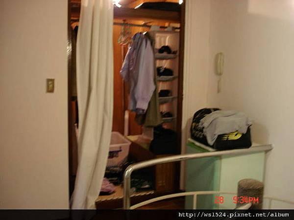 1098973422-二樓超大衣櫥-傷透腦筋的兩面鏡子.jpg