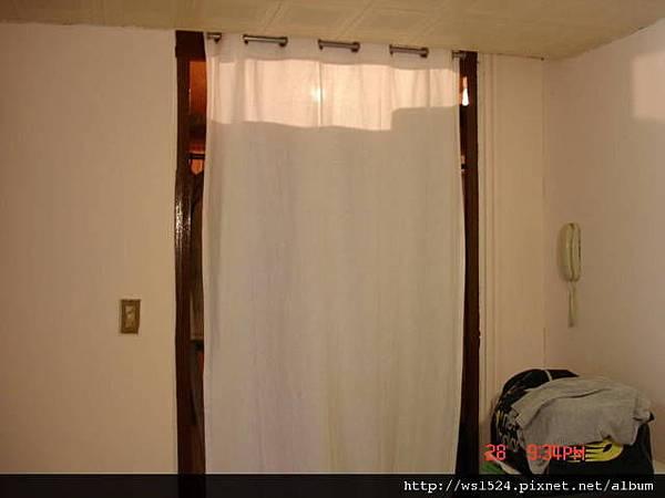 1098973423-衣櫥換上iKEA的麻料門簾.jpg