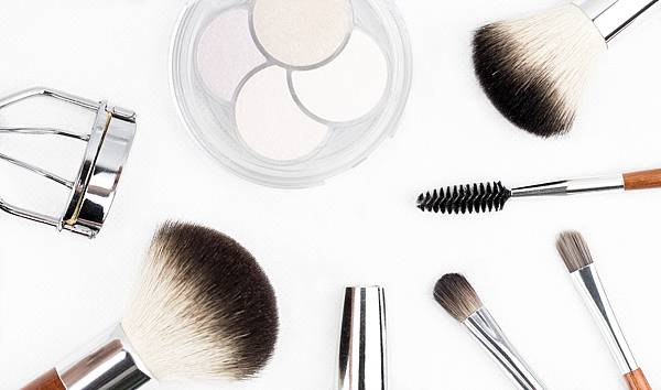 via pixabay makeup-brush-1768790_1920.jpg