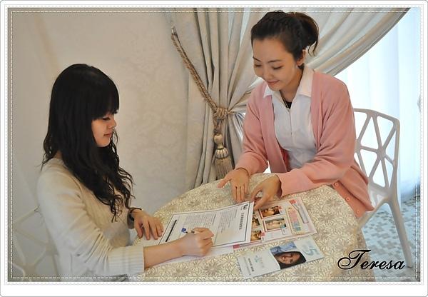 美麗的護士幫我做術前的諮詢及提醒注意事項.JPG