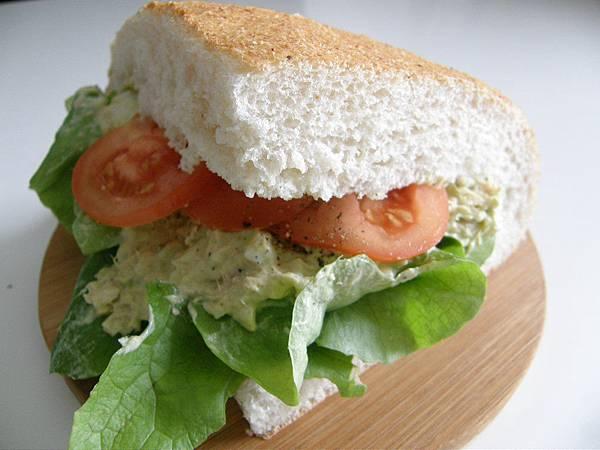 酪梨蛋三明治