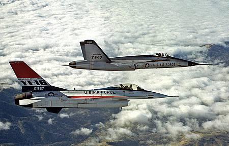 800px-YF-16_and_YF-17_in_flight_2.jpg