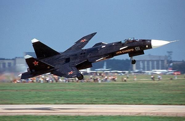 Sukhoi_Su-47_Berkut_(S-37)_in_2001.jpg