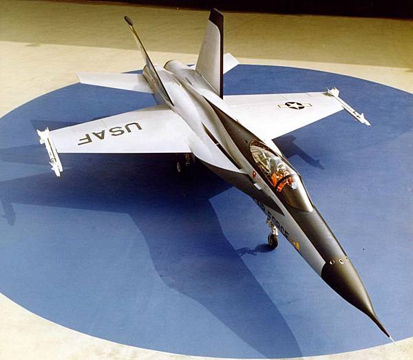 Northrop_YF-17_Cobra_01569_01_cr.jpg