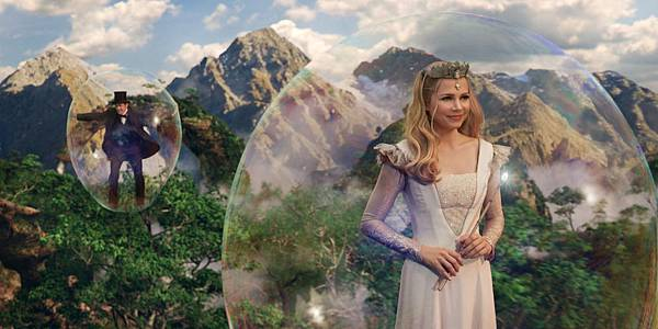 Oz-The-Great-and-Powerful-Michelle-Williams2