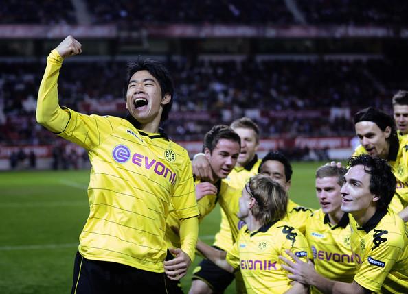 Shinji+Kagawa+Sevilla+v+Borussia+Dortmund+BBVoObkO9qZl.jpg