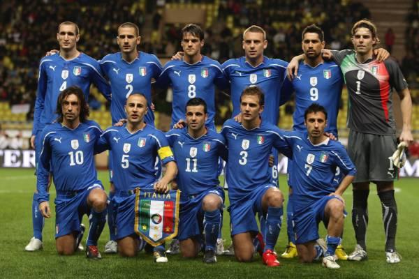 ItalyNationalFootballteamstartinglineupagainstCameroonFriendlygameonWednesdayMarch32010.jpg