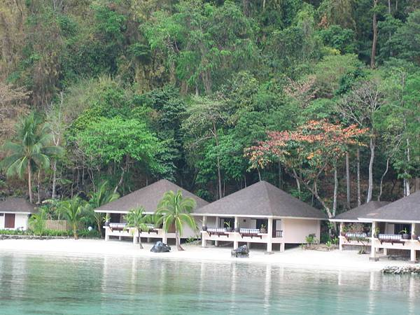 IMG_4388-Lagen beachfront cottage.JPG