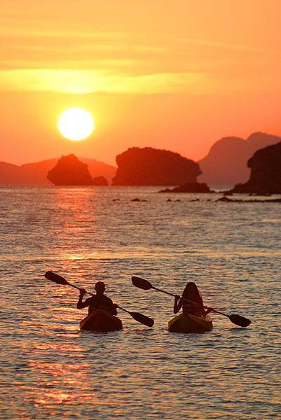 09.El Nido Resorts Activities - Sunrise or sunset guided kayak tour.jpg