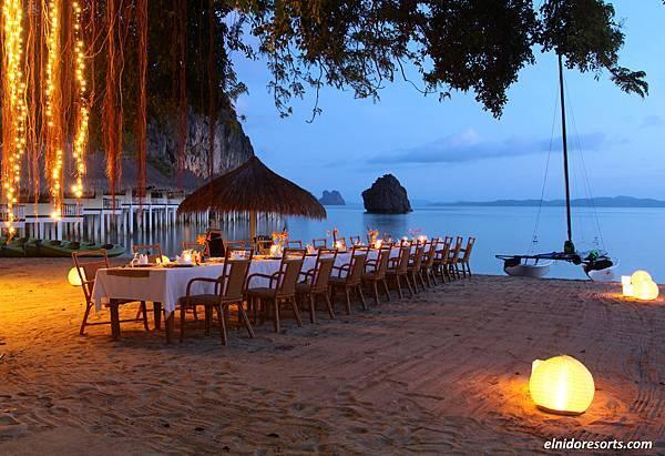 04. Apulit Island Resort - Beach Dinner.jpg