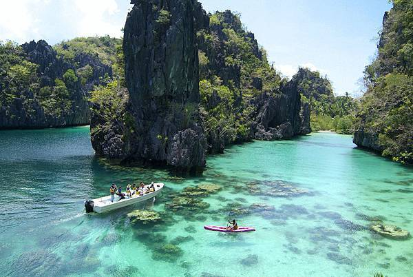 20.El Nido Resorts Activities - Kayaking at the Big Lagoon