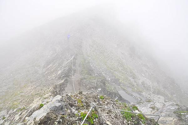 稜線上拉繩路段