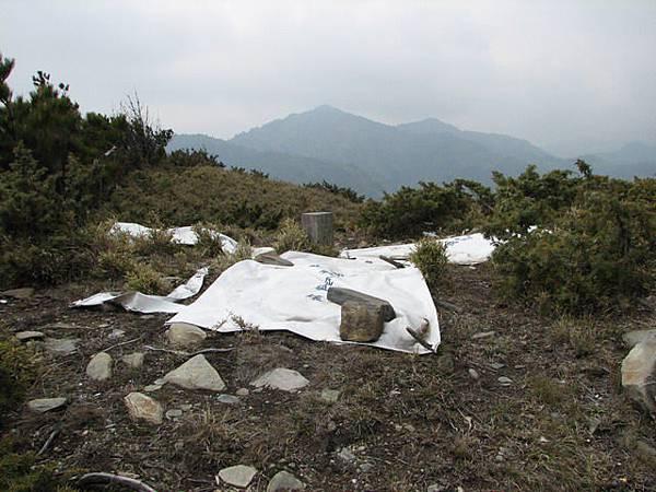 盧利拉駱山3175m,有航測所的測量點,對空標誌完整