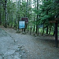 右為桃山登山口