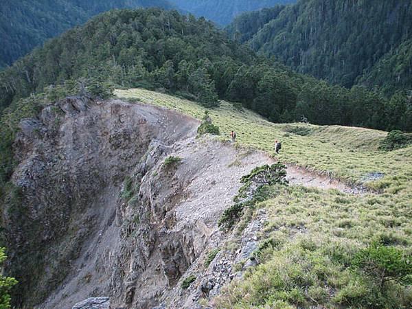 下頭鷹山旁的崩塌處