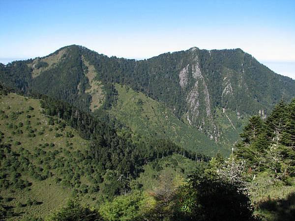 回望志摩山與中雪山
