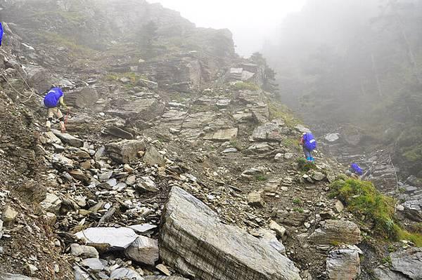 橫渡碎石坡