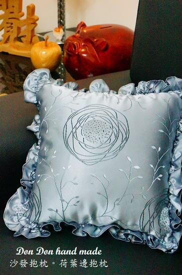 沙發抱枕。荷葉邊抱枕(3)