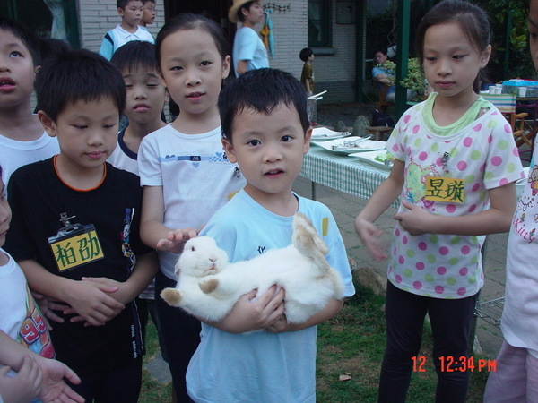 小朋友最愛可愛的兔兔啦~