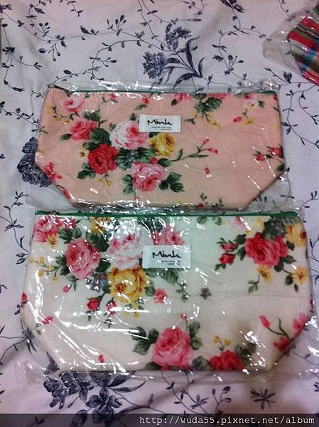 花柄化妝包230元(現貨粉色2白色2)