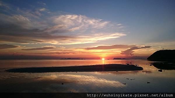 Mövenpick Resort 旁的 Laem Yai Beach 夕陽美景