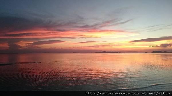 Mövenpick Resort 旁的 Laem Yai Beach 餘暉美景
