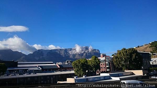 桌山(Table Mountain)名稱緣由從遠處看就一目了然了