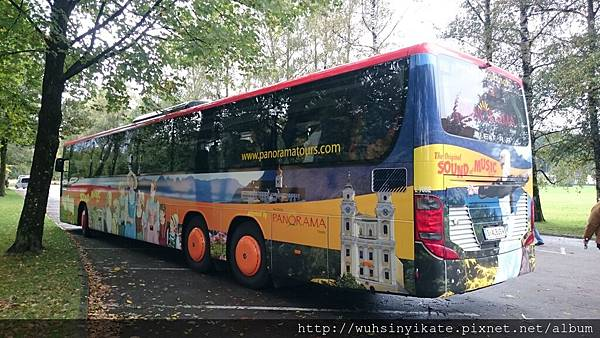 PANORAMA:The Sound of Music Tour bus