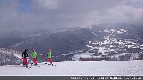 從Cloud Walk開始的滑雪道,可以滑一直到下面度假村,只是那陡度真的有嚇到我@@