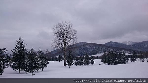 度假村Outdoor Center景色,這裡提供非滑雪的活動器材等。