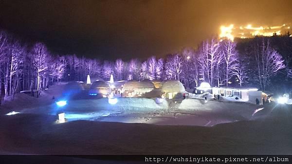 Ice Village,愛絲冰城,是限定冬季晚上開放的區域。