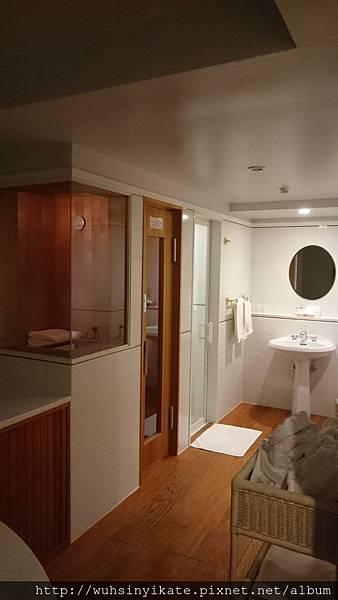 RISONARE TOMAMU獨立衛浴間,包括烤箱房及淋浴間,廁所單獨另一間