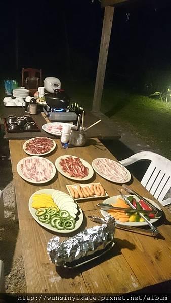 民宿豐富的烤肉晚餐