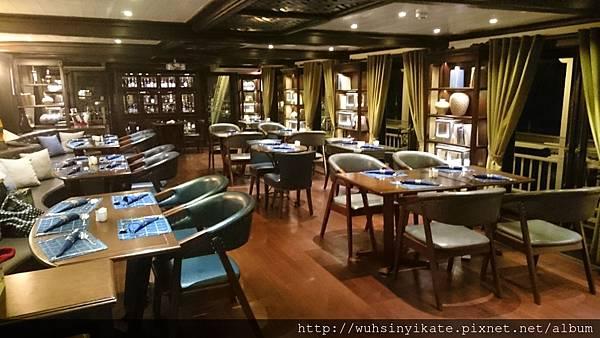 Paradise Luxury cruise-dining area