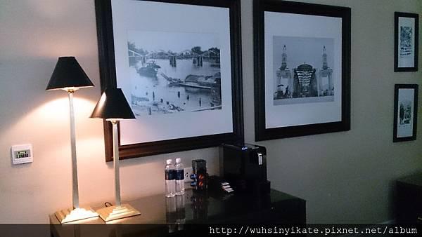 137 Pillars House 客房掛有許多歷史照片