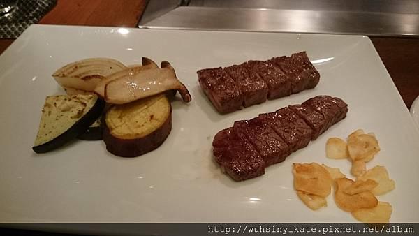 主餐牛排及配菜