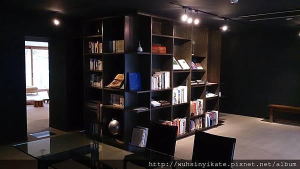 無何有 圖書室一角