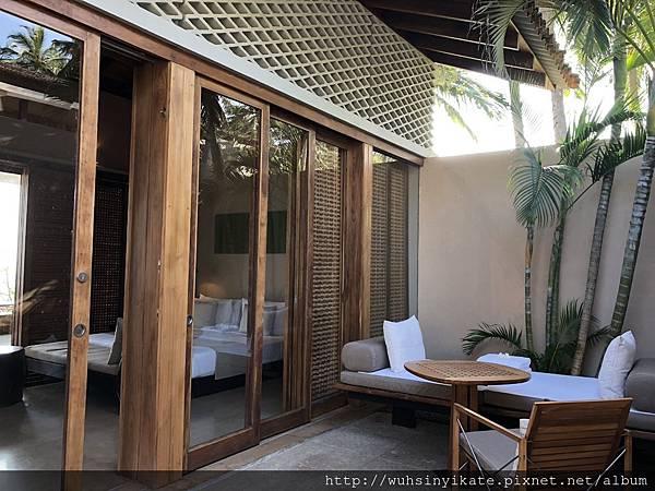 Garden Pool Suite 私人泳池旁的躺椅休息區