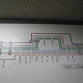 最右邊是巴士號碼,以不同顏色區分路線