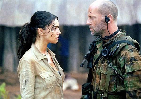 烈日風暴英語 Tears of the Sun 布魯斯·威利 Bruce Willis  莫妮卡·貝魯奇 Monica Bellucci