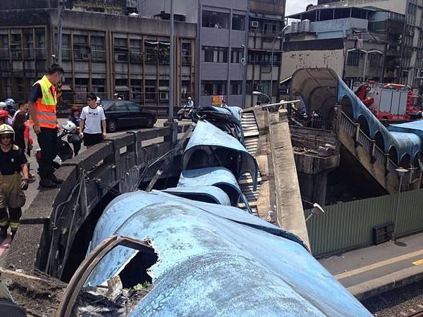 基隆天橋倒塌