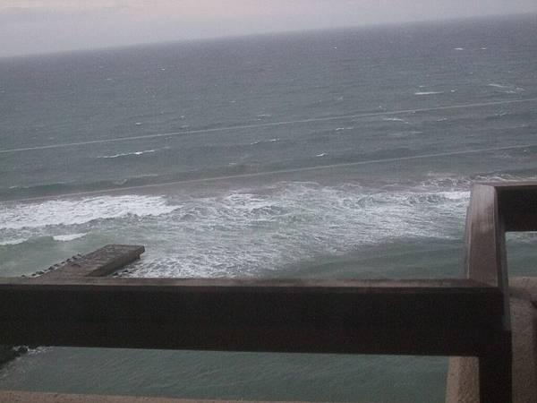 2008-10-24-339第三天早上發現房外是海.jpg